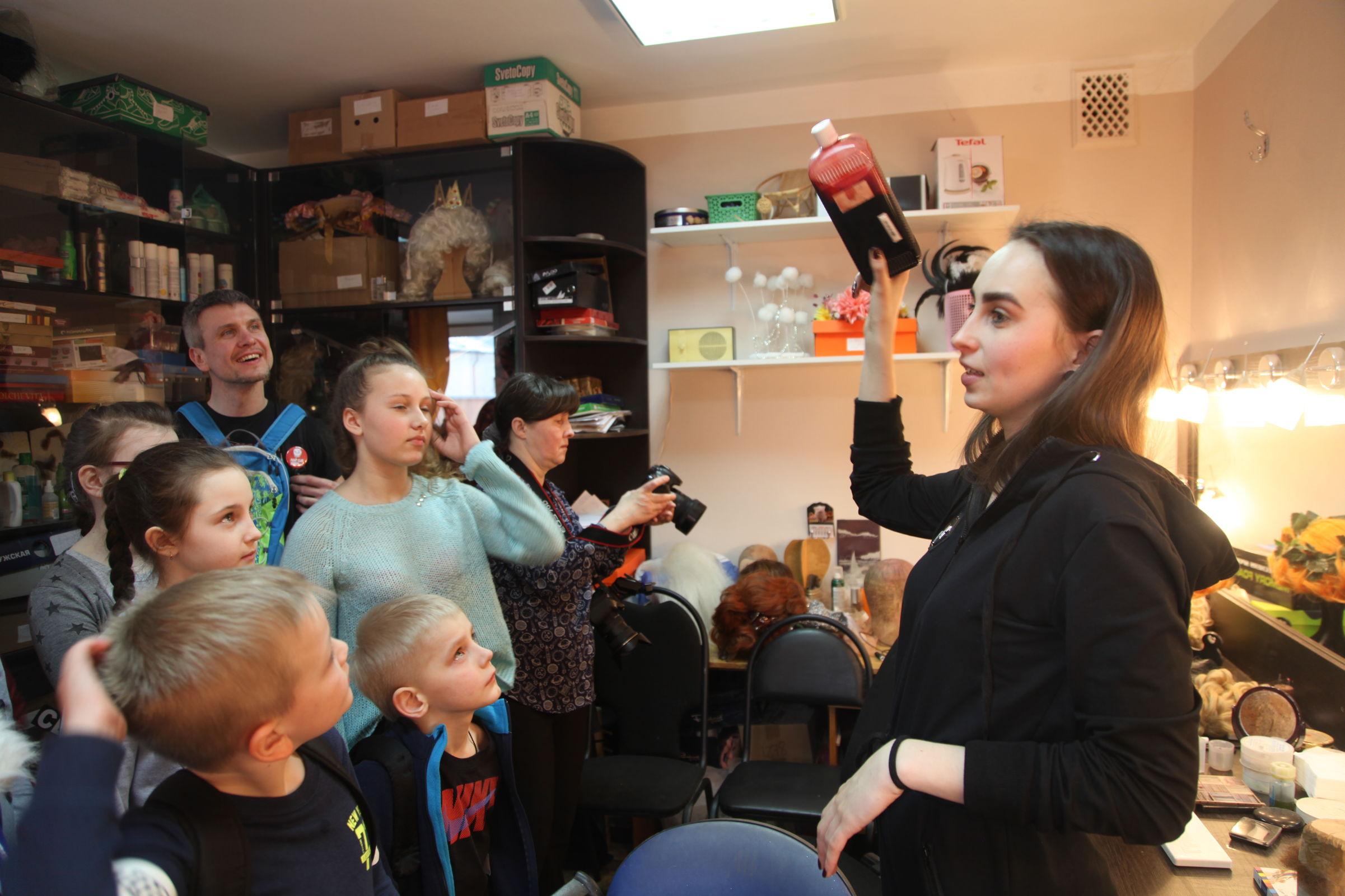 Мир закулисья показали детям в Ярославском ТЮЗе