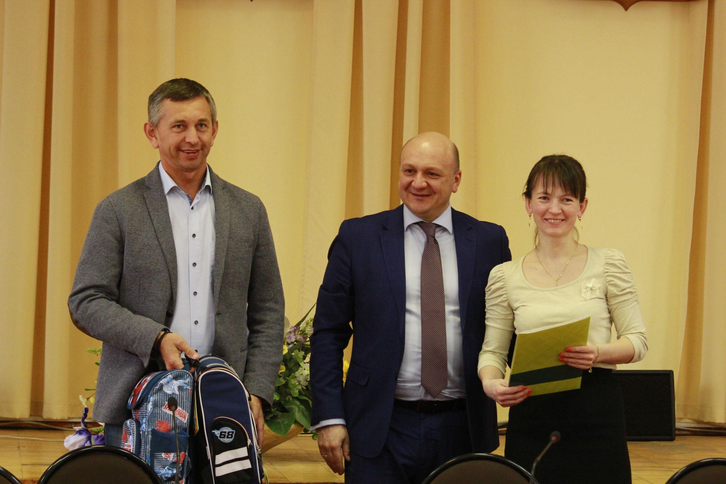 Семь многодетных семей бесплатно получили земельные участки в Ярославском районе