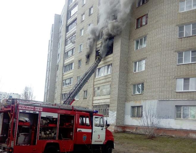 В пожаре на Суздалке погибла женщина, спасен молодой мужчина