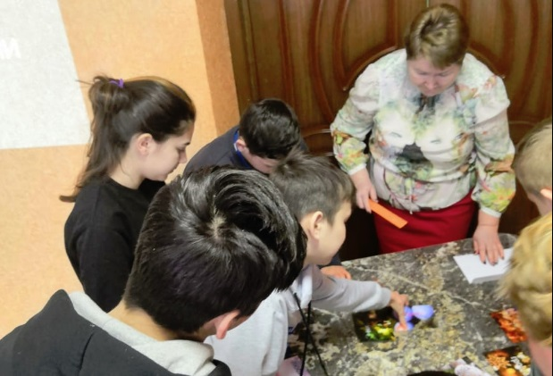 Сотрудники Банка России провели занятие для детей из детского дома Ярославля