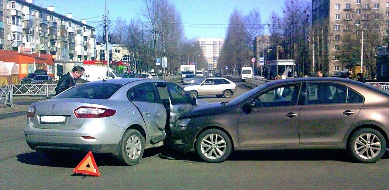 Женщина и подросток получили травмы в ДТП в Ярославле