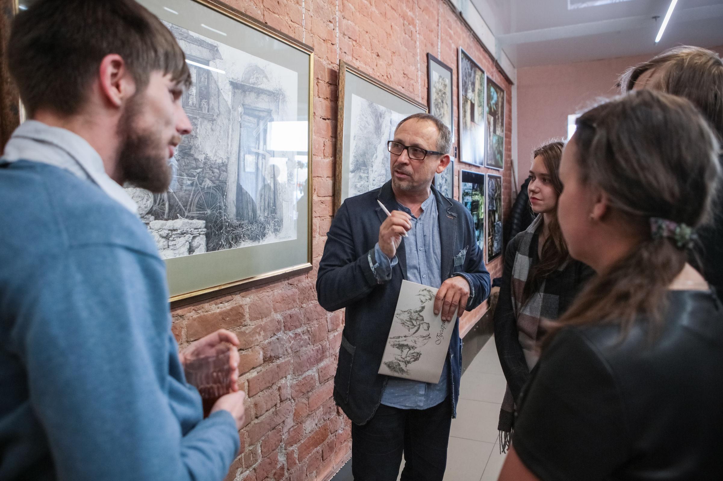Сны становятся реальностью в Ярославле. Открылась выставка члена Российской академии художеств