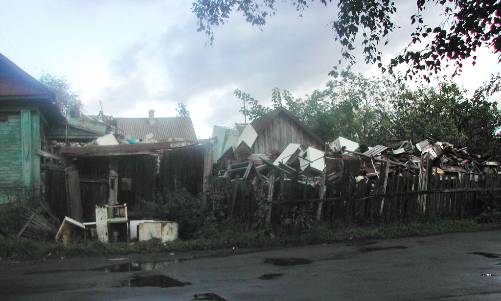 Как не стать «Плюшкиным»? Жители Ярославской области превращают свои дома в свалки