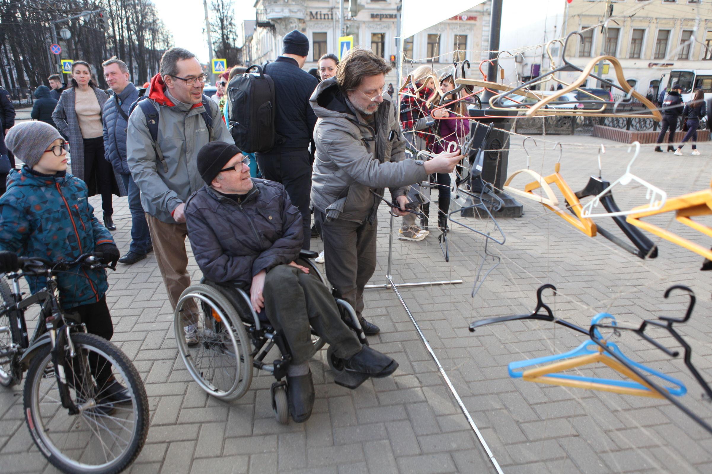 В Ярославле состоялся флешмоб против объединения Волковского и Александринского театров: фото