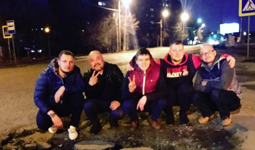 Ярославские активисты нашли яму, в которую поместятся пять человек