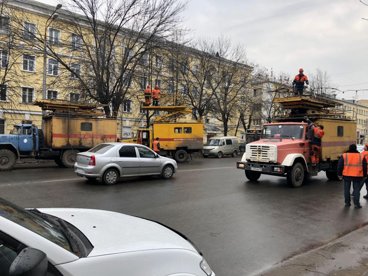 В Ярославле из-за обрушения строительных лесов троллейбусы изменили маршруты