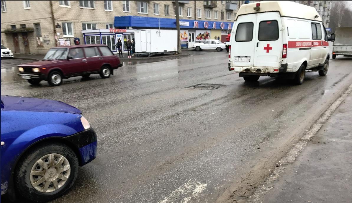 17-летняя девушка попала под колеса автомобиля в Рыбинске