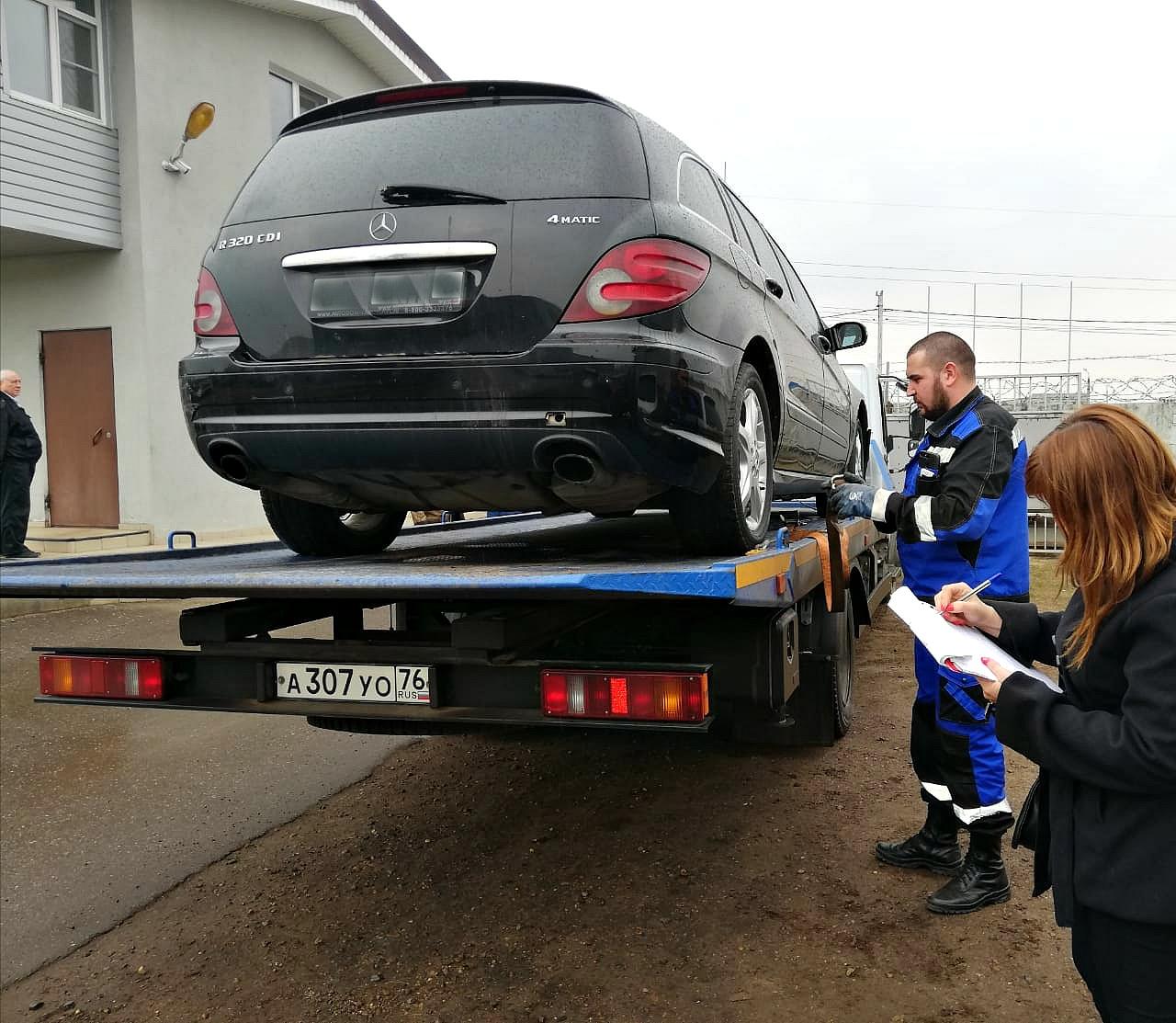 Ярославец задолжал 760 тысяч рублей и спрятал «Мерседес» от приставов