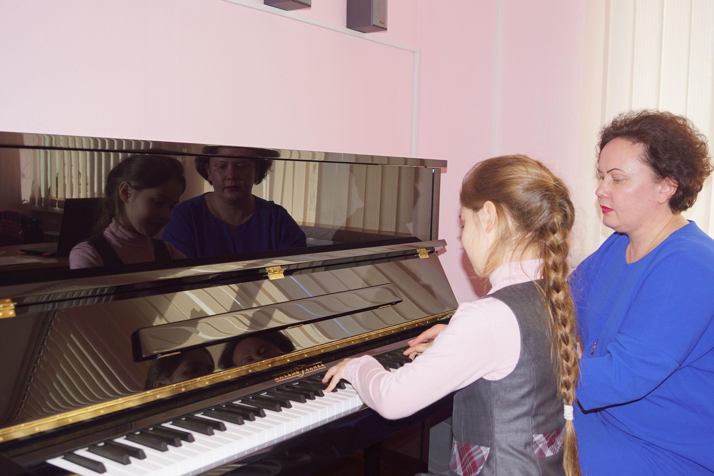 «Михаил Глинка» для Гаврилов-Ямской школы искусств: в учебном заведении появилось новое пианино
