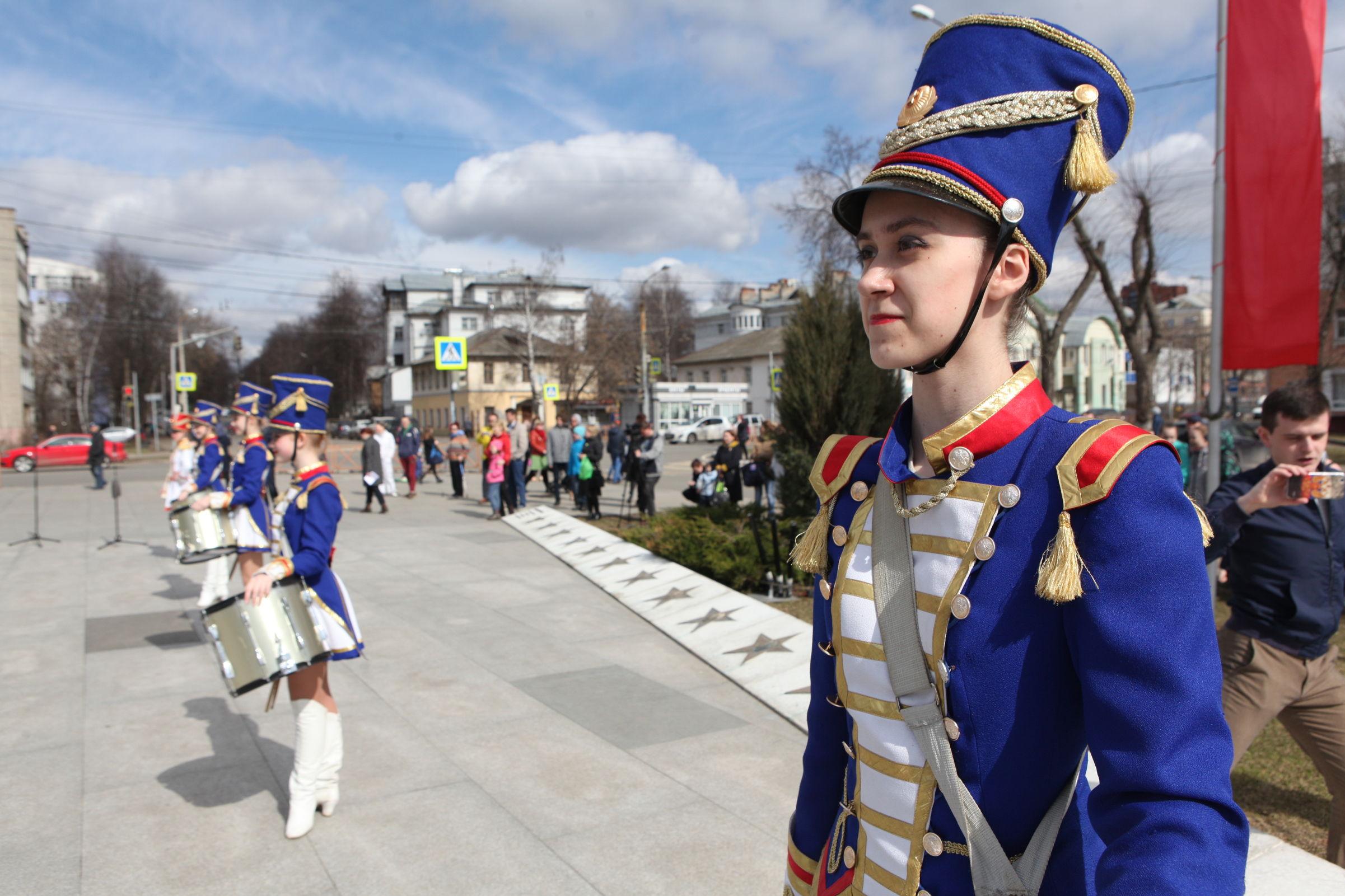 В Ярославле на аллее космонавтов установили звезду Сергея Крикалева: фоторепортаж