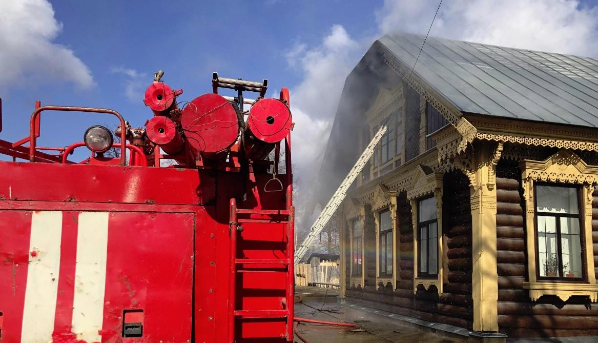 В Ярославской области горел архитектурный памятник: видео