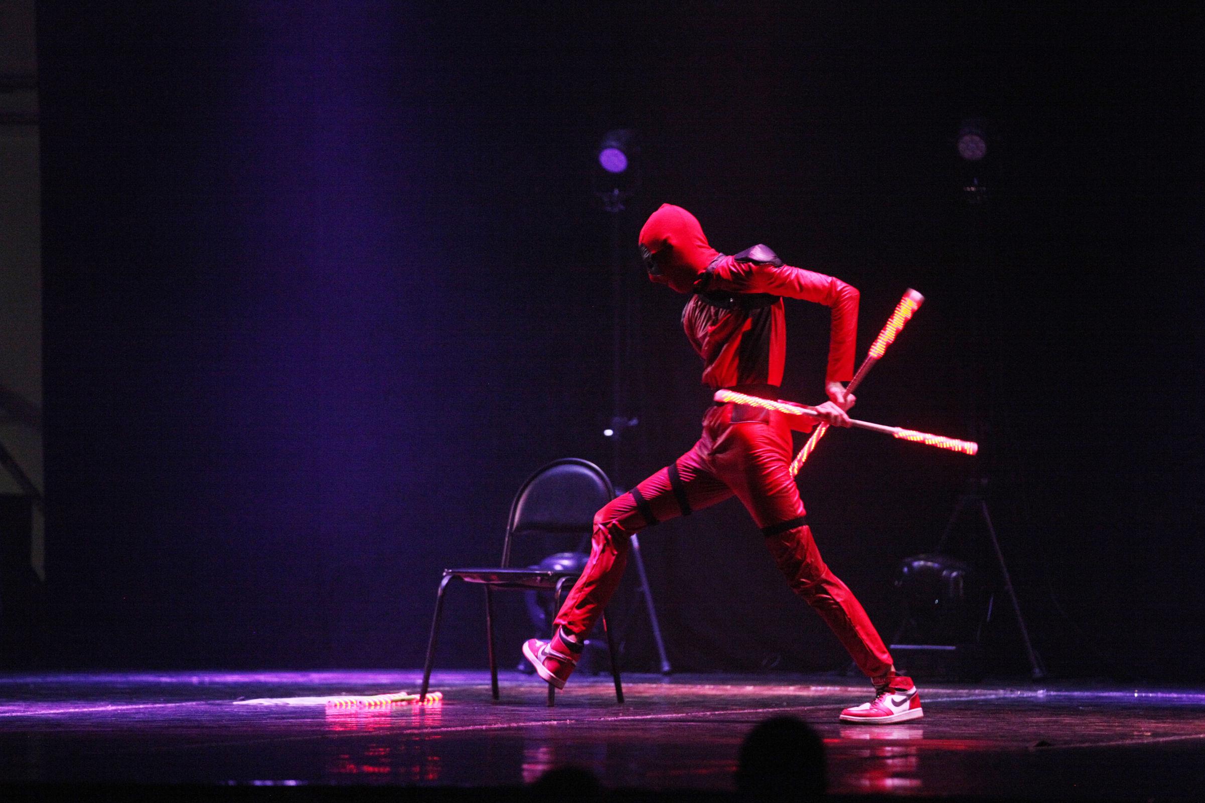Ярко и жарко! В Ярославле прошел гала-концерт всероссийского фестиваля светового шоу и жонглерского искусства