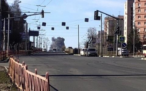 В Ярославле неподалеку от НПЗ горел склад: погиб мужчина