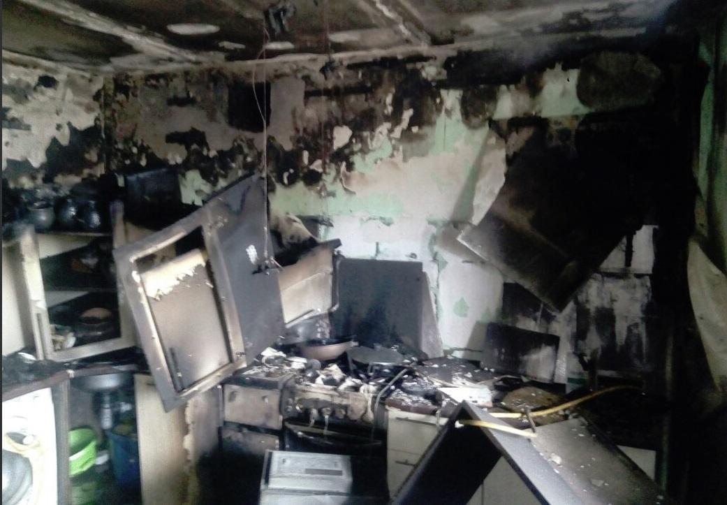 В рыбинской многоэтажке произошел пожар: один мужчина погиб, второго удалось спасти