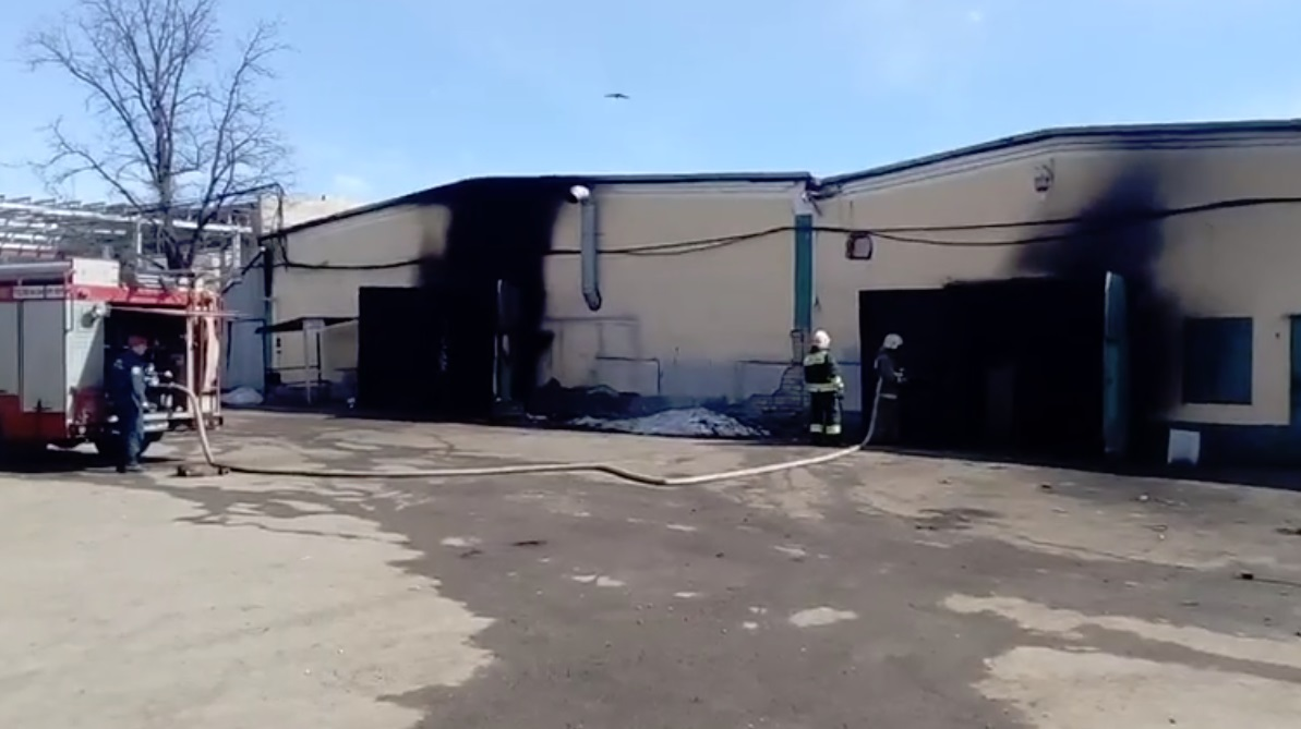 Озвучены подробности пожара на складах у НПЗ в Ярославле: видео