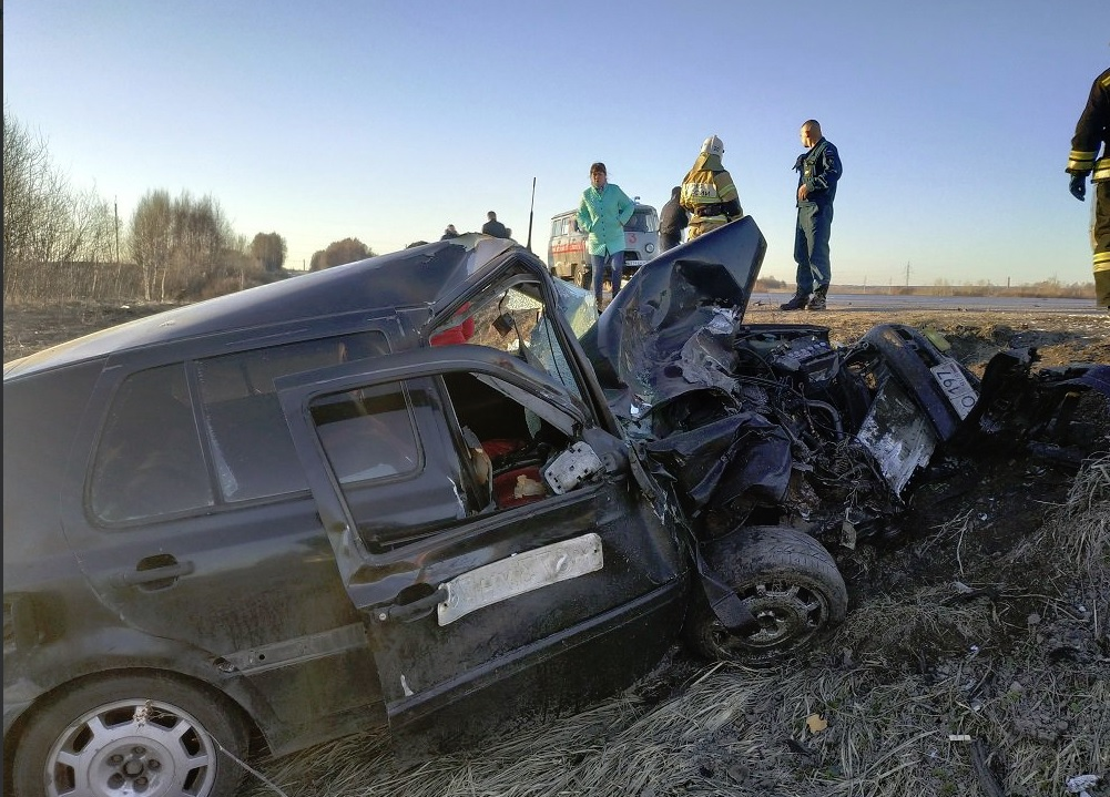 В ДТП с участием микроавтобуса в Ярославской области пострадал человек