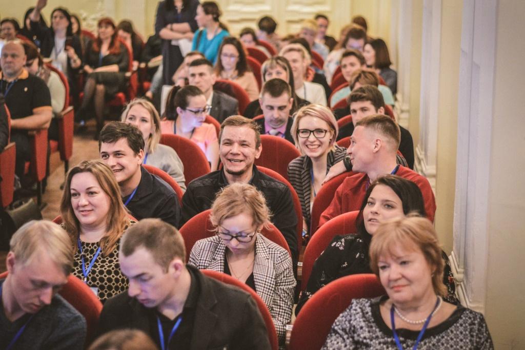 На региональной патриотической конференции обсуждают новые методы работы с молодежью