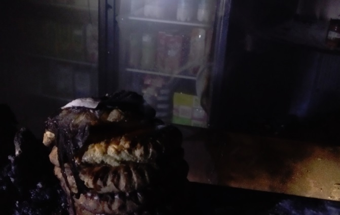 В Ярославской области горел продуктовый магазин