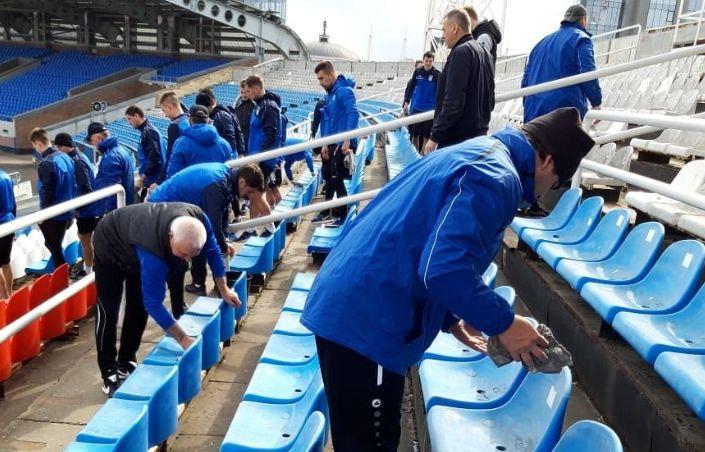 Игроки «Шинника» провели субботник на домашнем стадионе