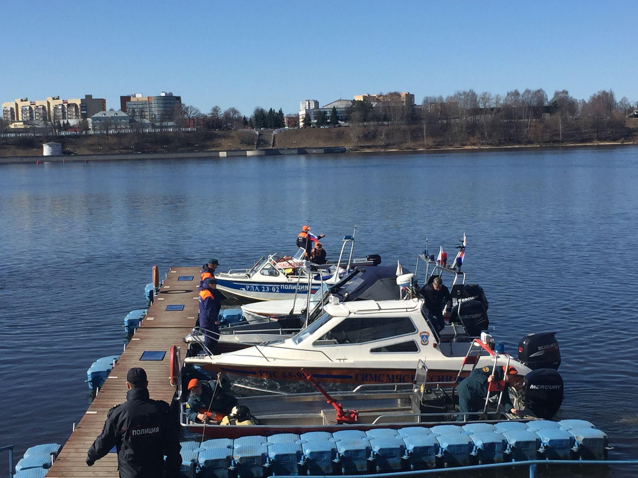 В Ярославле спасателей и их технику перед открытием навигации окропили святой водой