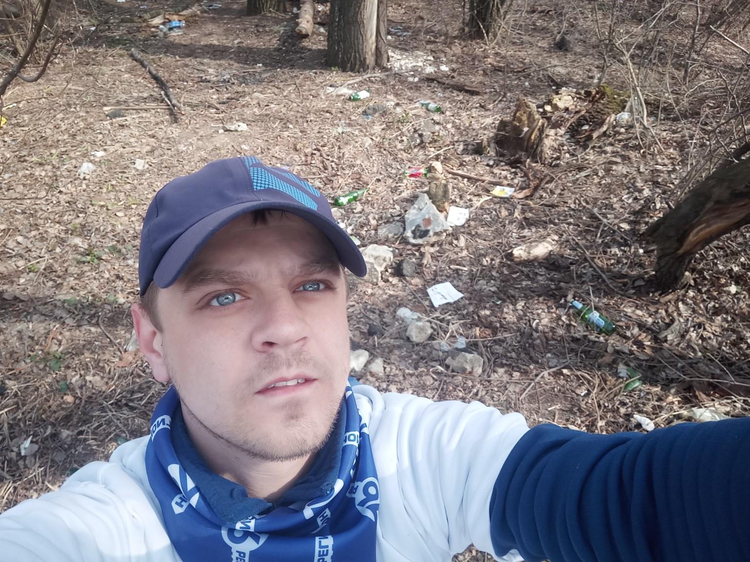 Ярославец в одиночку убрал парк
