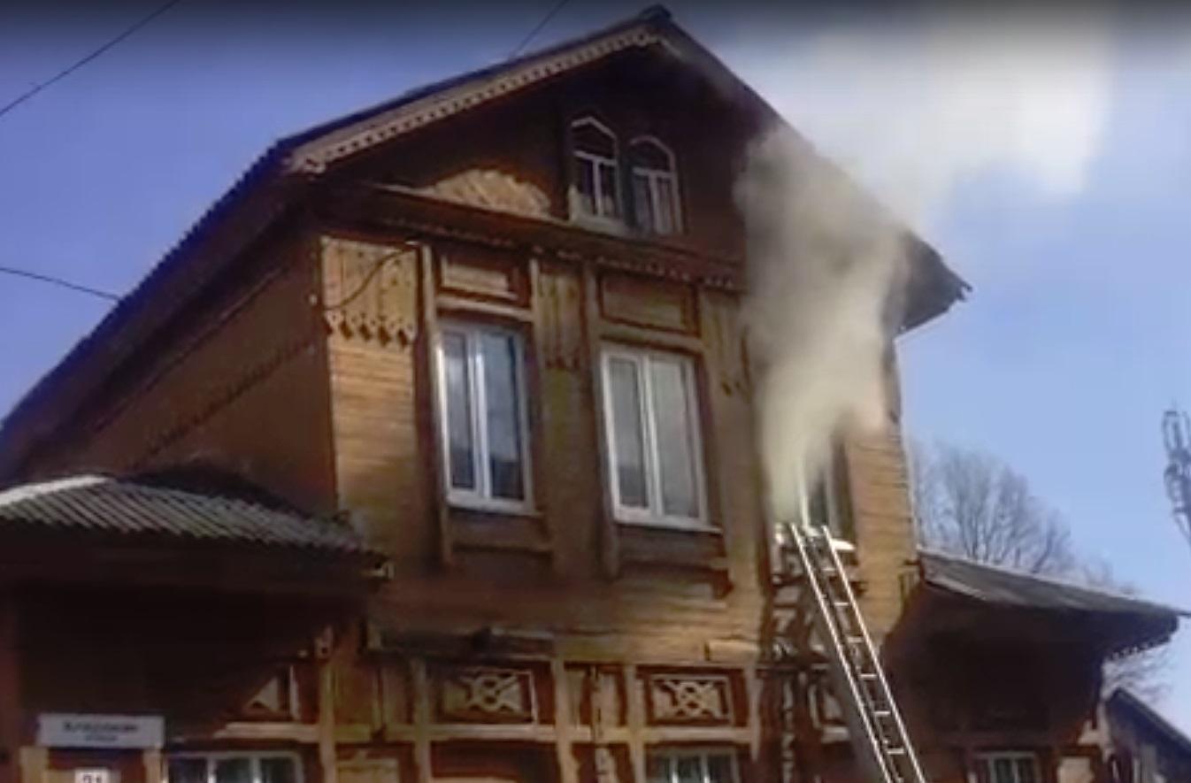 В Рыбинске горит здание диспансера психиатрической больницы