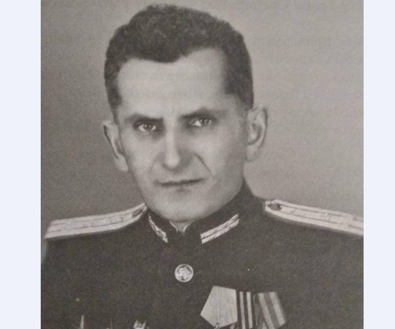 Полковник медицины прооперировал бойца при свете фар
