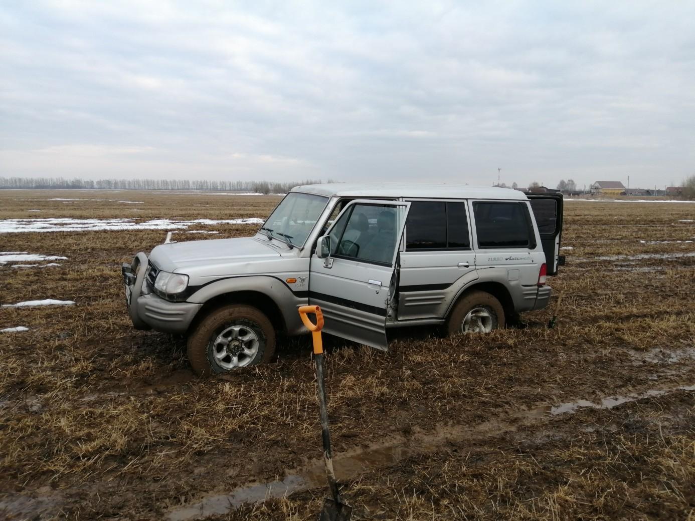 Ярославцы на внедорожниках помогают попавшим в беду водителям