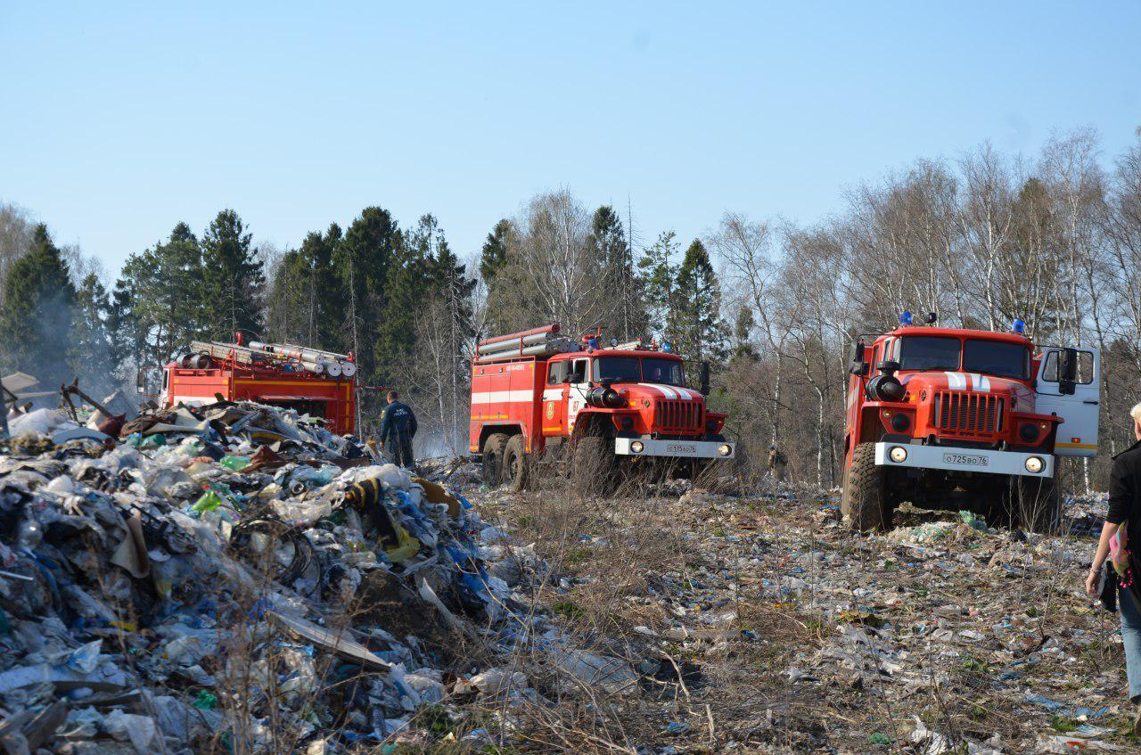 Под Переславлем горит законсервированный мусорный полигон