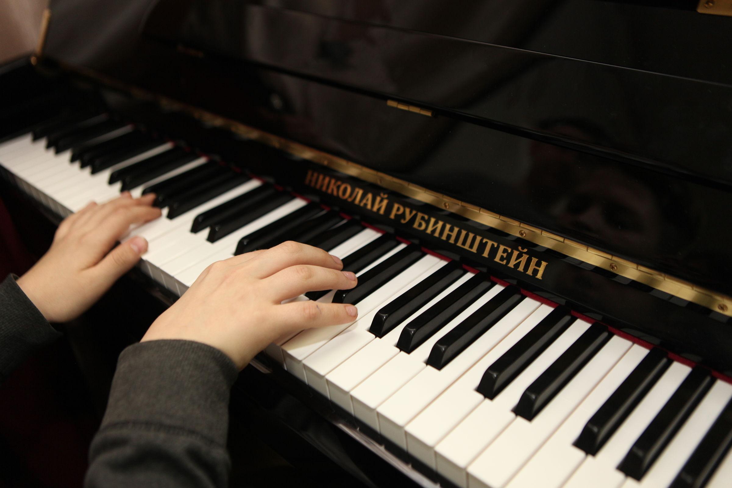 Пианино от президента. Рыбинская музыкальная школа получила подарок к 100-летнему юбилею