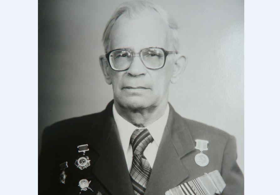 Благодаря ему на нашу сторону перешли и сдались в плен семь немецких солдат и офицеров