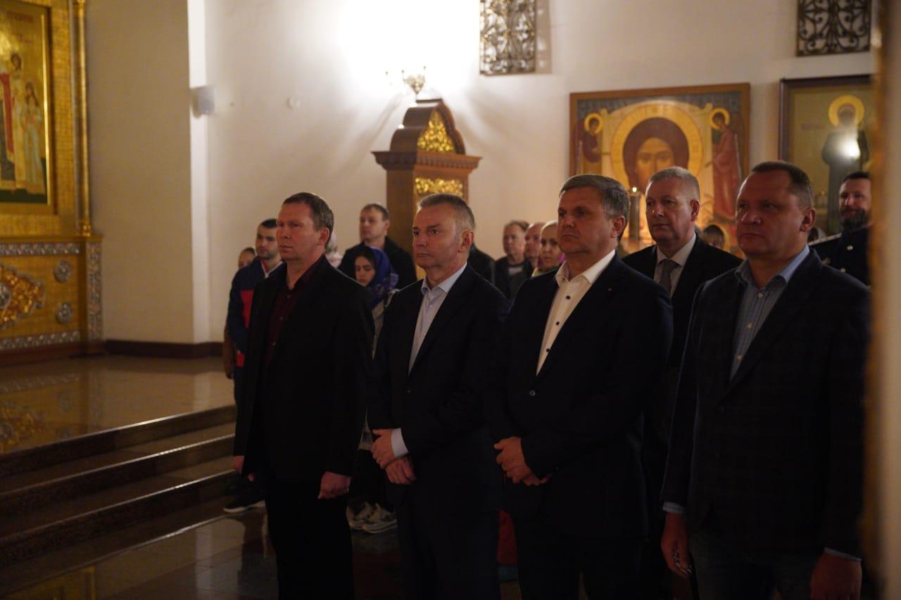 В храмах Ярославской области проходят пасхальные богослужения