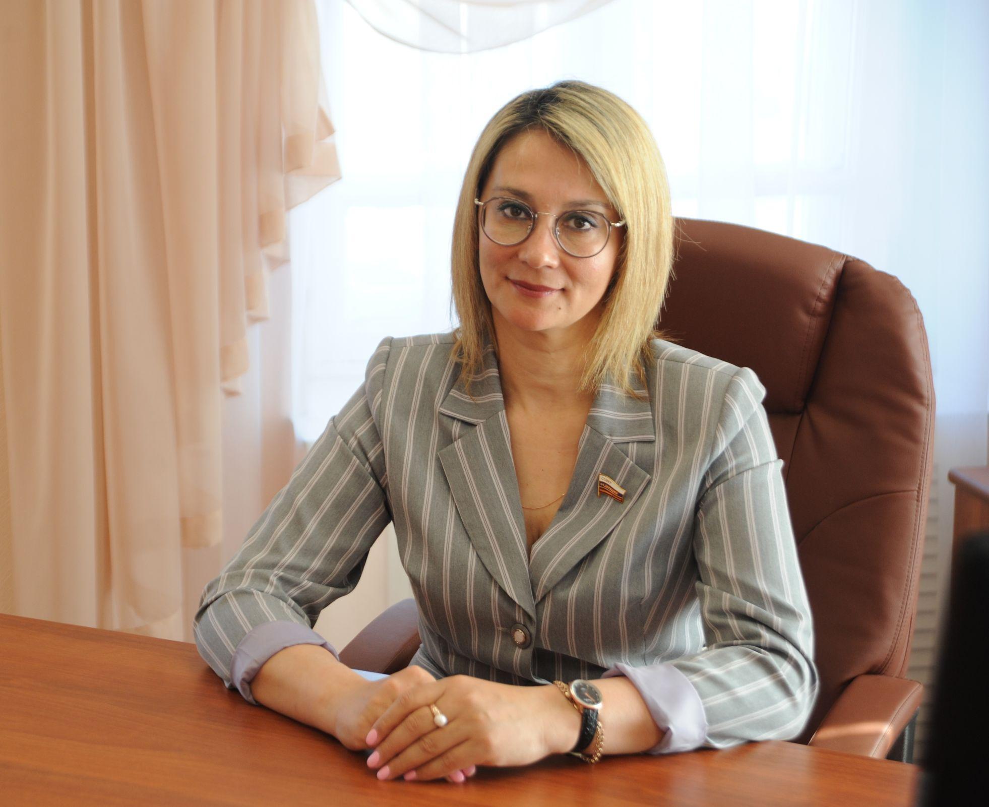 Портрет сенатора. Представитель региона в СовФеде рассказала, как осваивается на новом посту