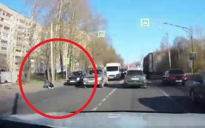 На «зебре» на окружной дороге Ярославля сбили девушку