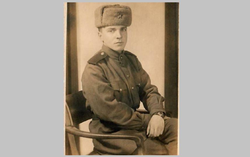 Был ранен выстрелом в голову, но выжил и участвовал в операции по взятию Берлина