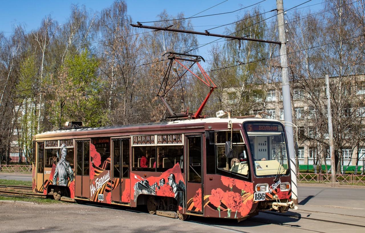 По Ярославлю курсируют трамваи Победы