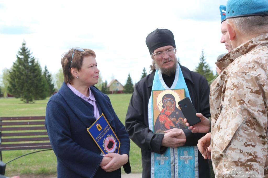 Участники автопробега «Вахта Памяти» передали в Ярославский музей боевой славы землю с мест захоронений земляков-героев
