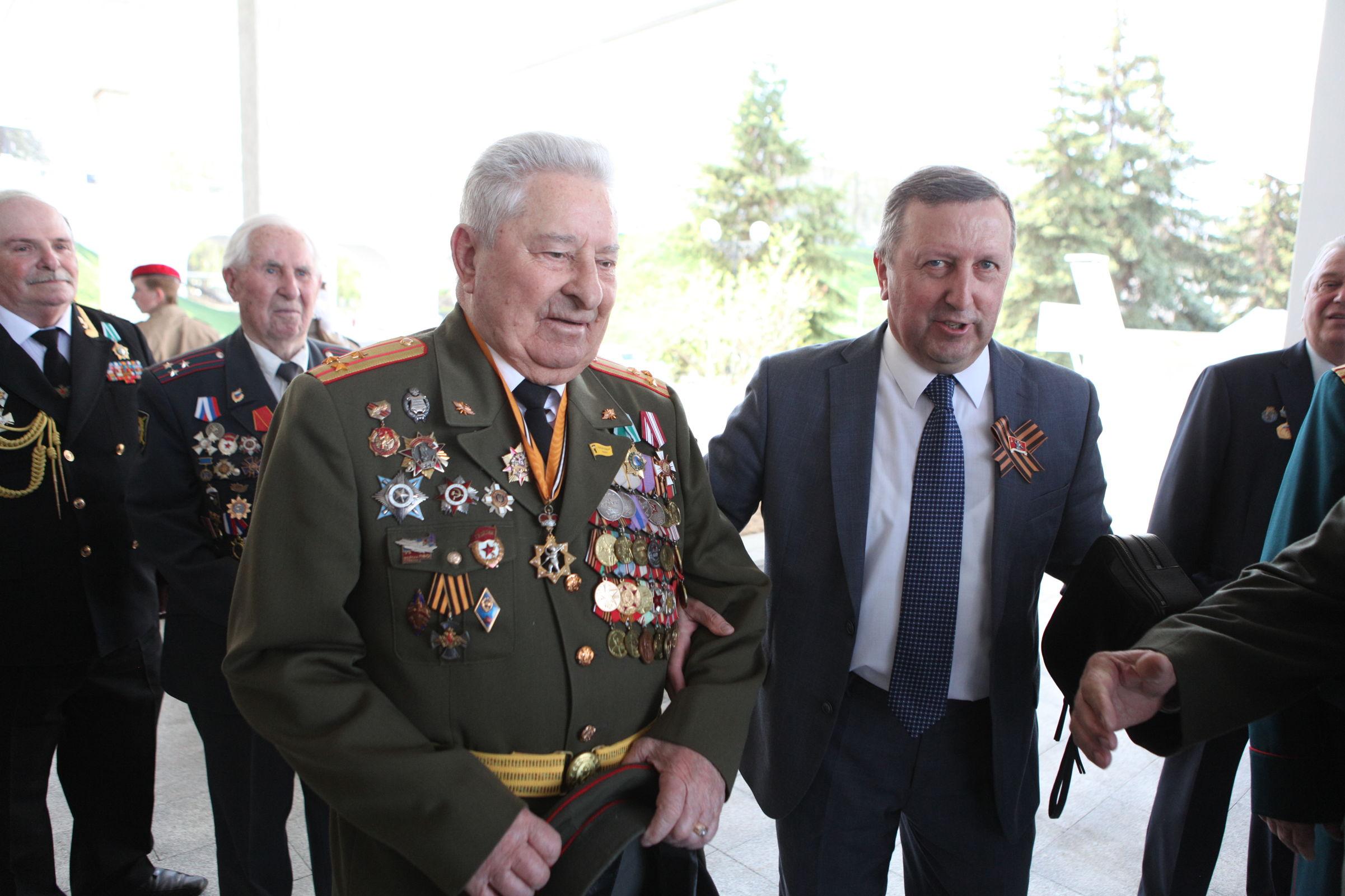 На торжественном приеме Дмитрий Миронов поздравил участников Великой Отечественной войны и тружеников тыла с наступающим Днем Победы