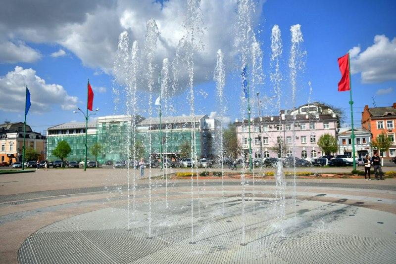 В Ярославле запустили музыкальный фонтан у ТЮЗа