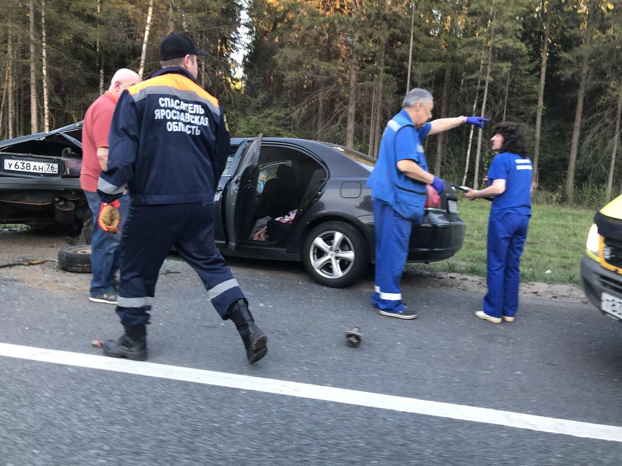 Четыре человека насмерть разбились на трассе в Ярославской области