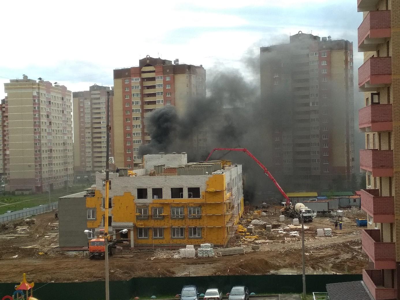 В Ярославле горит строящийся детский сад