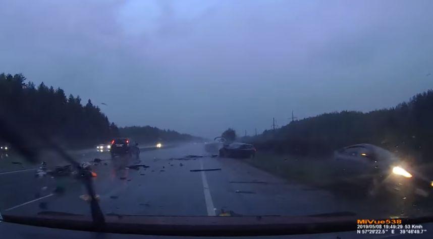 Появилось видео страшного ДТП в Ярославской области