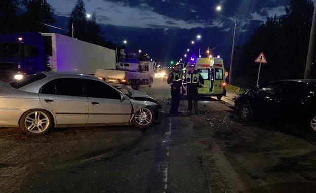 Четыре человека пострадали в лобовом столкновении на окружной дороге Ярославля