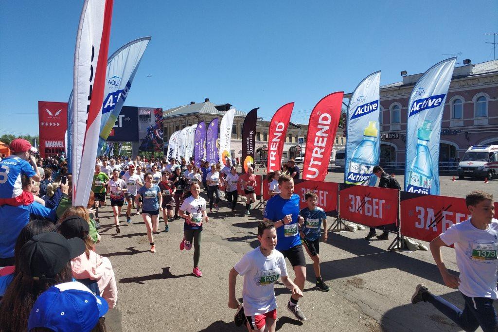 Более 2000 спортсменов приняли участие в угличском полумарафоне «Бегом по Золотому кольцу»