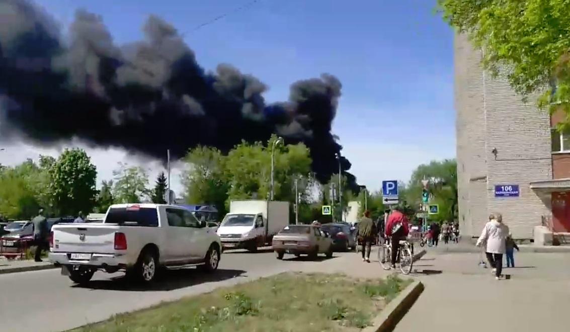 В Рыбинске горят гаражи