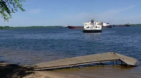 Мини-причал для пассажиров теплохода в Рыбинске сломан