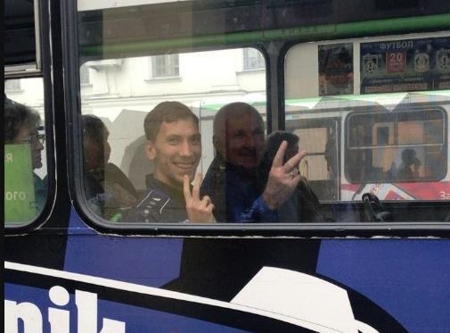 Игроки и тренеры «Шинника» прокатились на троллейбусе