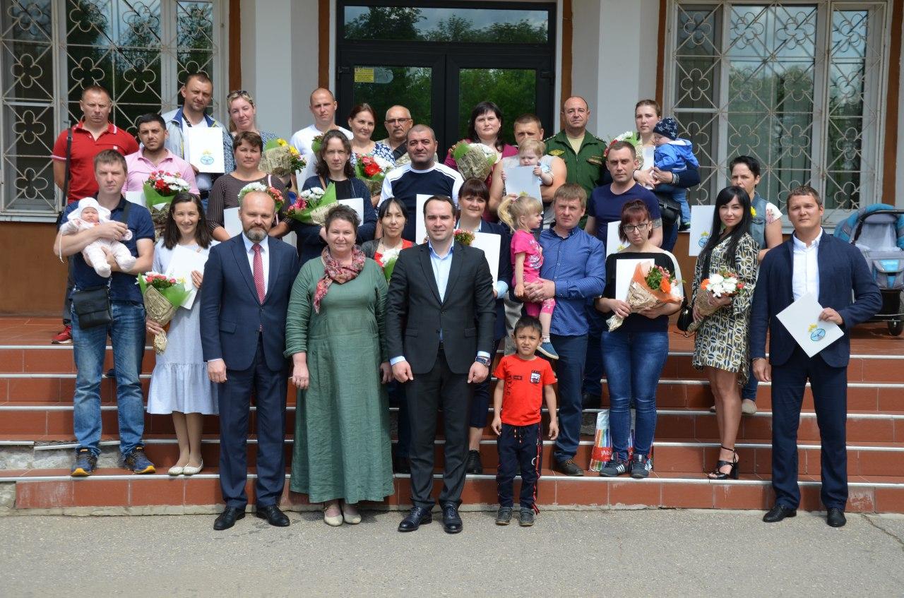 В Переславле-Залесском 22 многодетные семьи бесплатно получили земельные участки