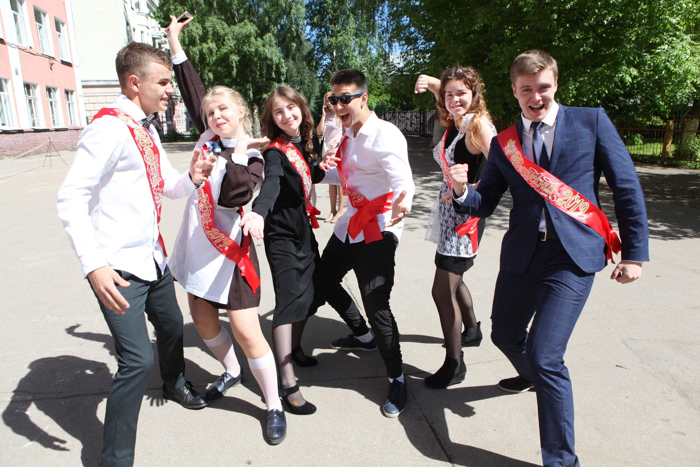 В ярославских школах прозвенели последние звонки: фото