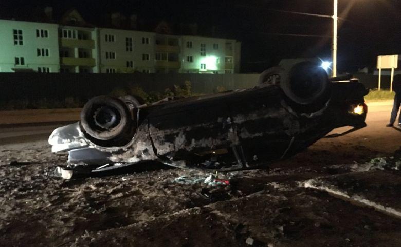 В Ярославской области перевернулась иномарка: двое пострадавших